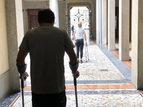 Walking with crutches during legnthening